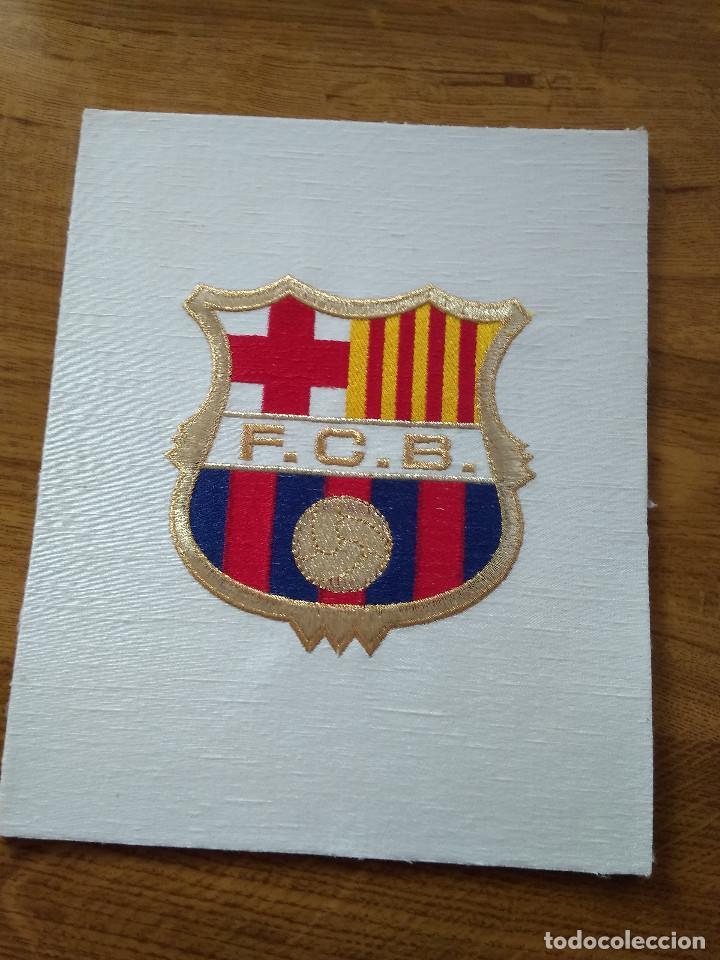 ESCUDO BORDADO DEL F.C. BARCELONA NUEVO SIN USO (Coleccionismo Deportivo - Banderas y Banderines de Fútbol)
