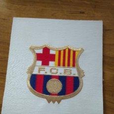 Coleccionismo deportivo: ESCUDO BORDADO DEL F.C. BARCELONA NUEVO SIN USO. Lote 187924575