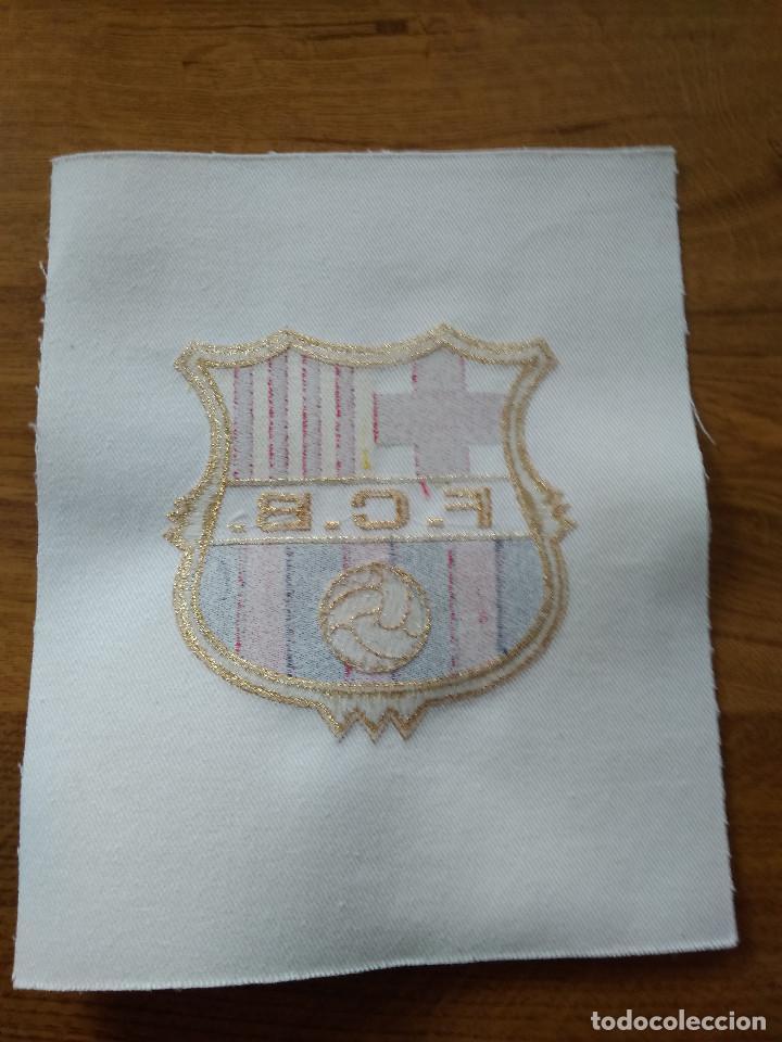 Coleccionismo deportivo: ESCUDO BORDADO DEL F.C. BARCELONA NUEVO SIN USO - Foto 2 - 187924575