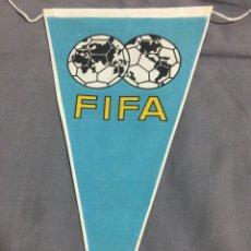 Coleccionismo deportivo: BANDERIN OFICIAL FIFA AÑOS 60. Lote 188246602