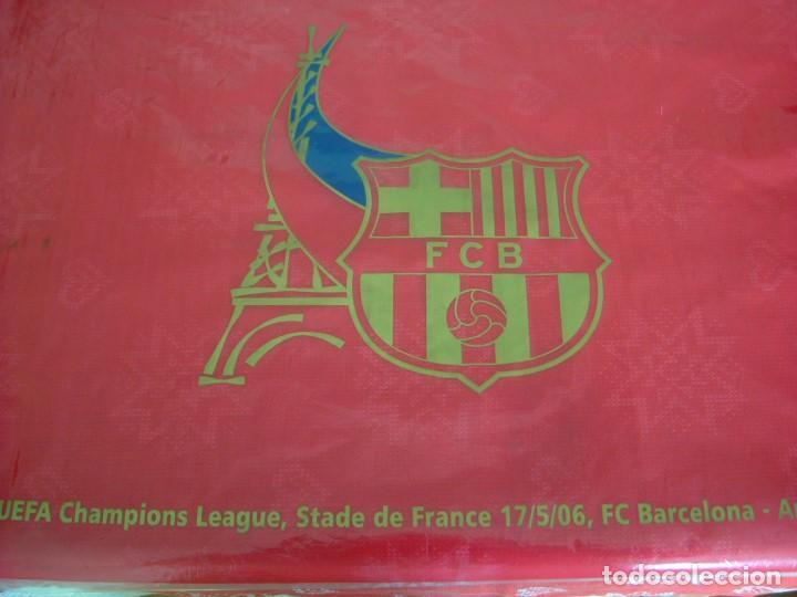 (LLL)BANDERA BARÇA ONDEADA EN PARIS FINAL CHAMPIONS-2006 ARSENAL-F.C.BARCELONA-ORIGINAL- (Coleccionismo Deportivo - Banderas y Banderines de Fútbol)