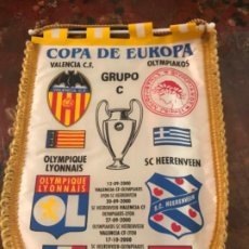 Coleccionismo deportivo: VALENCIA CF BANDERÍN COPA DE EUROPA VCF-OLYMPIAKOS. AÑO 2000. CHAMPIONS LEAGUE. Lote 190977262