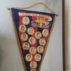 Coleccionismo deportivo: ANTIGUO BANDERIN F. C. BARCELONA 1974 CRUYFF REXAC MIGUELI ASENSI 50X30CM DIFICIL. Lote 191305827
