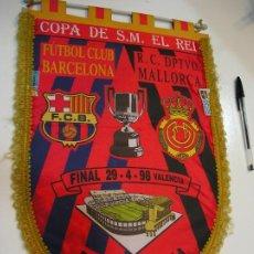 Coleccionismo deportivo: BANDERIN - COPA DEL REY - MESTALLA - R.C DEPORTIVO MALLORCA FÚTBOL CLUB BARCELONA - AÑO 1998. Lote 192753750