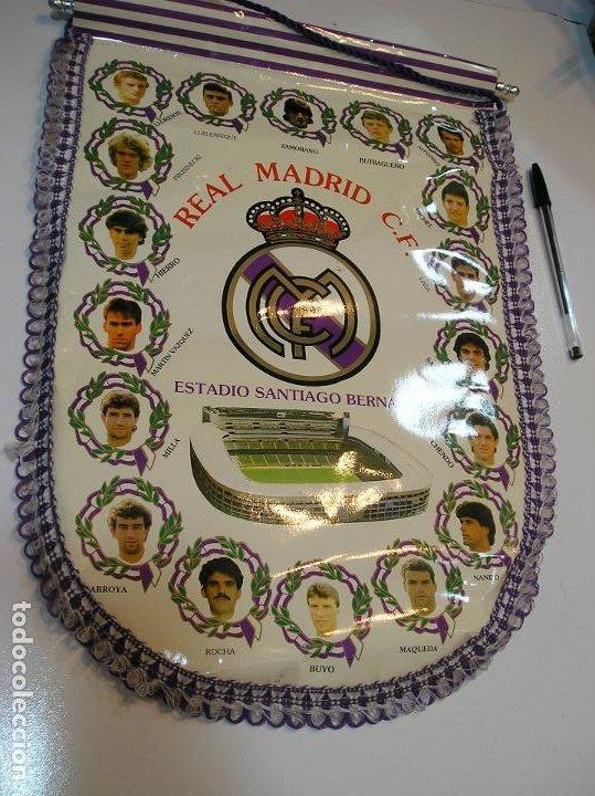 BANDERIN PLASTICO REAL MADRID CAMPEON LIGA 89 90 HISTORIAL DE TROFEOS (Coleccionismo Deportivo - Banderas y Banderines de Fútbol)