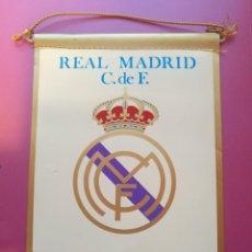 Coleccionismo deportivo: BANDERIN DE FUTBOL - REAL MADRID - ORIGINAL AÑOS 60 Ó 70 - IRUPE -22X15 CMS APROX RARO. Lote 193754487