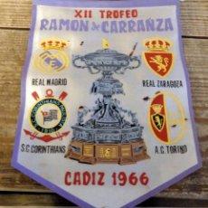 Coleccionismo deportivo: BANDERIN XII TROFEO RAMON DE CARRANZA,1966, REAL MADRID,ZARAGOZA.TORINO Y CORINTHIANS, 20 CMS. Lote 194269355