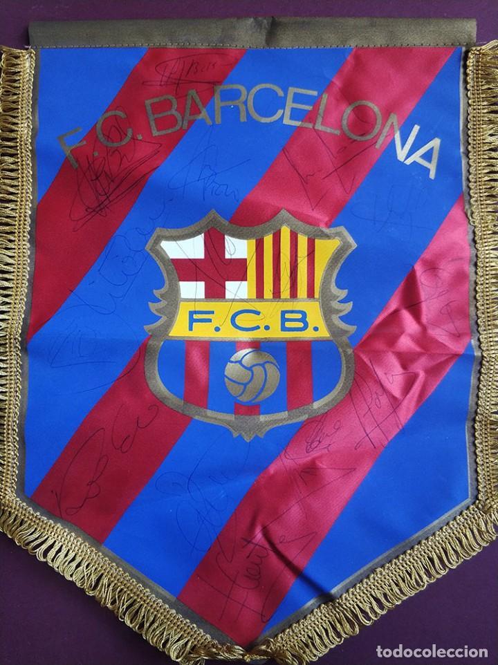 BANDERIN FC BARCELONA CON FIRMAS GUARDIOLA RONALDO FIGO BAKERO BAIA NADAL PIZZI COUTO FERRER ETC (Coleccionismo Deportivo - Banderas y Banderines de Fútbol)