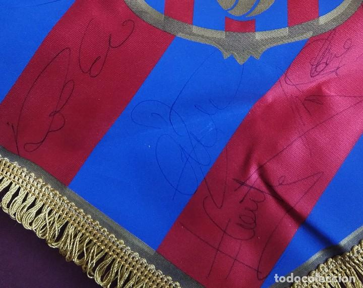 Coleccionismo deportivo: Banderin fc barcelona con firmas Guardiola Ronaldo Figo Bakero Baia Nadal Pizzi Couto Ferrer etc - Foto 4 - 194624343