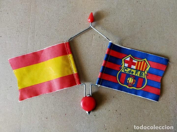 BANDERIN DOBLE DE VARILLA PARA BICICLETA. BANDERAS: F.C. BARCELONA / ESPAÑA - AÑOS 70 / 80 - FUTBOL (Coleccionismo Deportivo - Banderas y Banderines de Fútbol)