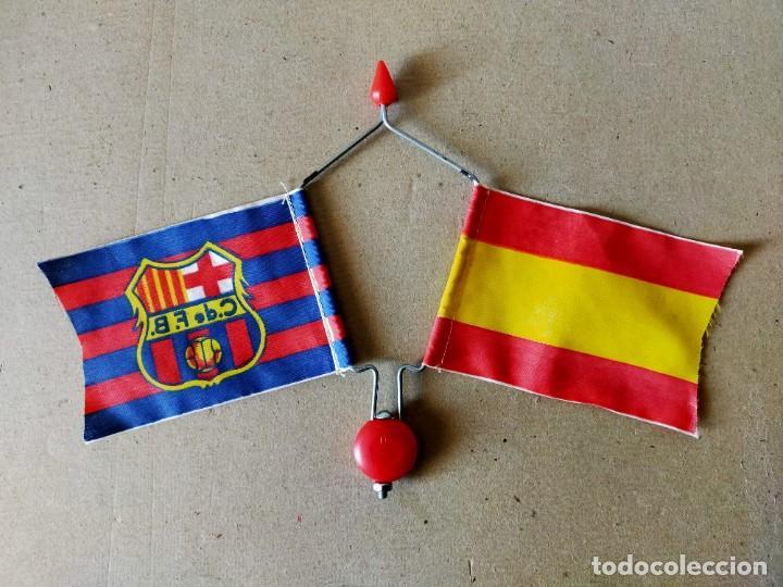 Coleccionismo deportivo: BANDERIN DOBLE DE VARILLA PARA BICICLETA. BANDERAS: F.C. BARCELONA / ESPAÑA - AÑOS 70 / 80 - FUTBOL - Foto 2 - 194768121