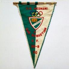 Coleccionismo deportivo: BANDERIN - C.D. HERNANI : AL SAN SEBASTIÁN C.F. (30-8-1970) - LEER DESCRIPCIÓN - FÚTBOL -. Lote 194933318