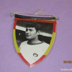 Coleccionismo deportivo: ANTIGUO PEQUEÑO BANDERÍN CON JUGADOR DE FUTBOL Y ESCUDO DEL C. D. MESTALLA. Lote 195136413