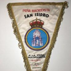 Coleccionismo deportivo: BANDERA PEÑA MADRIDISTA SAN ISIDRO A LA PEÑA CANILLEJAS EN SU V ANIVERSARIO - 1978 - REAL MADRID. Lote 195145196