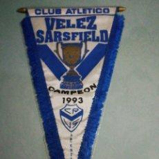 Coleccionismo deportivo: BANDERIN C. A. VELEZ SARSFIELD DE ARGENTINA. Lote 195328815