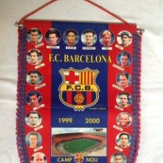 Collezionismo sportivo: ANTIGUO BANDERÍN JUGADORES FÚTBOL CLUB BARCELONA CAMP NOU 1999 -2000. Lote 195738245