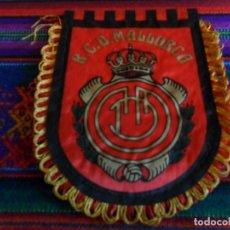Coleccionismo deportivo: BANDERÍN DE TELA R.C.D. MALLORCA. 15X12 CMS. . Lote 197169817