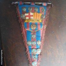 Coleccionismo deportivo: BANDERIN DEL BARCELONA CON PINS. Lote 197896233