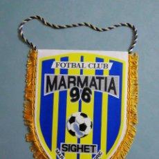 Coleccionismo deportivo: BANDERIN FC MARMATIA SIGHET DE RUMANÍA. Lote 197931945