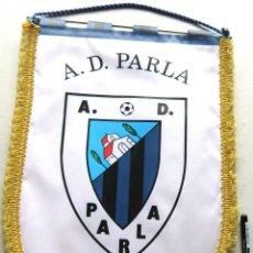 Coleccionismo deportivo: BANDERIN GRANDE AD PARLA FUTBOL DE MADRID 42 X 30 CM EN PERFECTO ESTADO, AÑOS' 90. PENNANT R. Lote 198307933