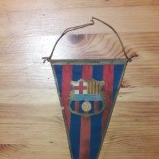 Coleccionismo deportivo: BANDERIN BARÇA ANTIGUO CLUB FUTBOL BARCELONA CON BANDA AZUL PEQUEÑO 22,5CM APROX IRUPE. Lote 201799421