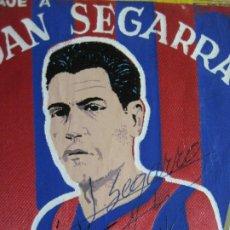 Coleccionismo deportivo: JUAN SEGARRA-FC BARCELONA-BANDERIN HOMENAJE FIRMADO-VER FOTOS-(V-20.057). Lote 204360056