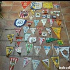 Coleccionismo deportivo: 46 BANDERINES ORIGINALES ANTIGUOS DE EQUIPOS DEL MUNDO. Lote 205566993