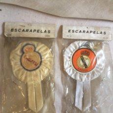 Coleccionismo deportivo: PAREJA DOS ESCARAPELAS REAL MADRID!. Lote 205602920