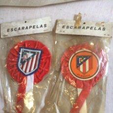 Coleccionismo deportivo: PAREJA ESCARAPELAS ATLETICO MADRID!. Lote 205603185