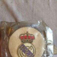 Coleccionismo deportivo: ANTIGUO COLGADOR REAL MADRID!. Lote 205603892