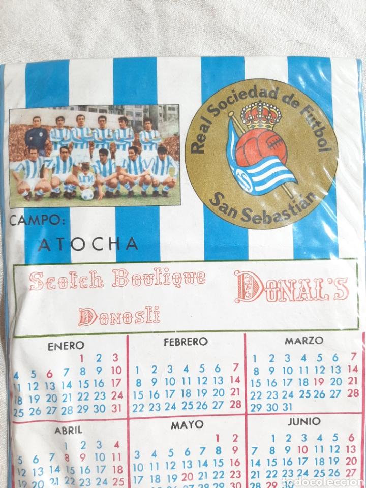 Coleccionismo deportivo: BANDERIN CALENDARIO REAL SOCIEDAD DE FUTBOL SAN SEBASTIAN CAMPO ATOCHA 1971 - Foto 2 - 205684301