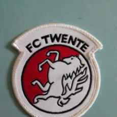 Coleccionismo deportivo: ESCUDO F. C. TWENTE DE HOLANDA. Lote 206262720