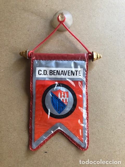 ANTIGUO BANDERIN COCHE C.D BENAVENTE (Coleccionismo Deportivo - Banderas y Banderines de Fútbol)