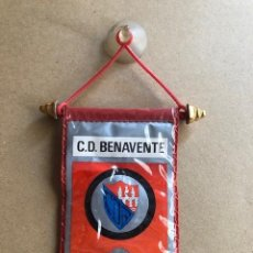 Coleccionismo deportivo: ANTIGUO BANDERIN COCHE C.D BENAVENTE. Lote 206389972
