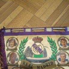 Coleccionismo deportivo: BANDERÍN REAL MADRID 1982-1983. Lote 206552772