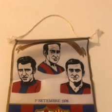 Coleccionismo deportivo: BANDERIN HOMENAJE RIFE SADURNI TORRES 1976 FC BARCELONA HOMENATGE. Lote 207132876