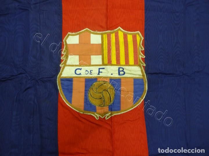 Coleccionismo deportivo: CF Barcelona. Gran bandera con escudo finamente bordado. Original años 1950s. LES CORTS. 160 x 80 - Foto 2 - 208920861