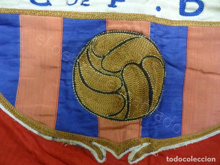 Coleccionismo deportivo: CF Barcelona. Gran bandera con escudo finamente bordado. Original años 1950s. LES CORTS. 160 x 80 - Foto 4 - 208920861