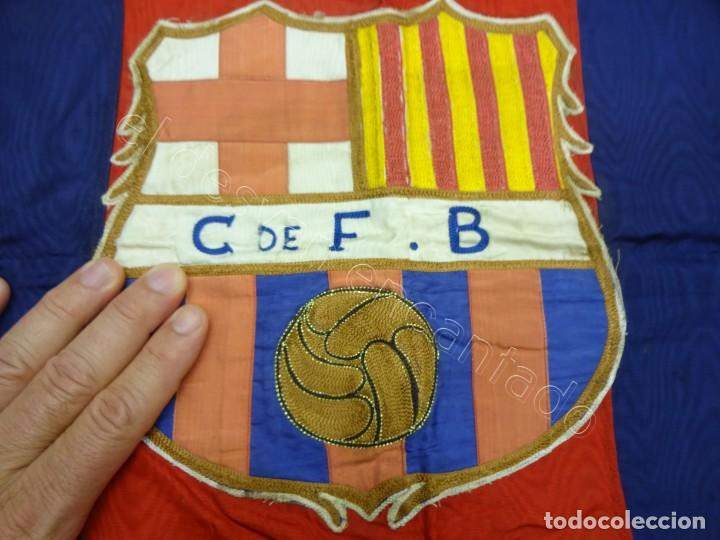 Coleccionismo deportivo: CF Barcelona. Gran bandera con escudo finamente bordado. Original años 1950s. LES CORTS. 160 x 80 - Foto 5 - 208920861