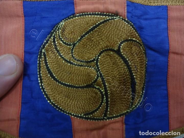 Coleccionismo deportivo: CF Barcelona. Gran bandera con escudo finamente bordado. Original años 1950s. LES CORTS. 160 x 80 - Foto 6 - 208920861