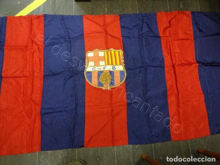 Coleccionismo deportivo: CF Barcelona. Gran bandera con escudo finamente bordado. Original años 1950s. LES CORTS. 160 x 80 - Foto 8 - 208920861