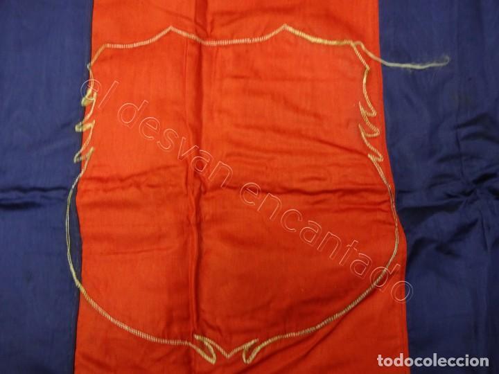 Coleccionismo deportivo: CF Barcelona. Gran bandera con escudo finamente bordado. Original años 1950s. LES CORTS. 160 x 80 - Foto 9 - 208920861