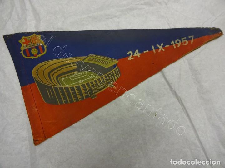 BANDERIN INAUGURACION NOU CAMP. CF BARCELONA. 24 SEPTIEMBRE 1957. REGULAR ESTADO (Coleccionismo Deportivo - Banderas y Banderines de Fútbol)