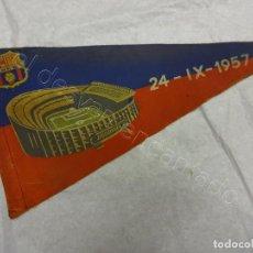 Collezionismo sportivo: BANDERIN INAUGURACION NOU CAMP. CF BARCELONA. 24 SEPTIEMBRE 1957. REGULAR ESTADO. Lote 209116806