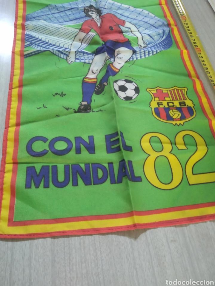 Coleccionismo deportivo: Bandera , banderín FC Barcelona con el mundial 82 - Foto 2 - 210071808