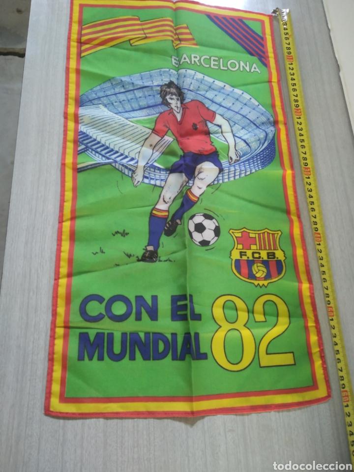 BANDERA , BANDERÍN FC BARCELONA CON EL MUNDIAL 82 (Coleccionismo Deportivo - Banderas y Banderines de Fútbol)