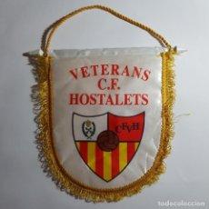 Coleccionismo deportivo: BANDERIN VETERANS C.F. HOSTALETS TEMPORADA 09/10. Lote 210786796
