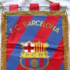 Coleccionismo deportivo: BANDERÍN FC BARCELONA CON CENEFA. AÑO 1974.. Lote 210977442
