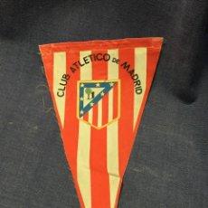 Coleccionismo deportivo: BANDERIN FUTBOL CLUB ATLETICO DE MADRID MITAD S XX 26X14,5CMS. Lote 211896996