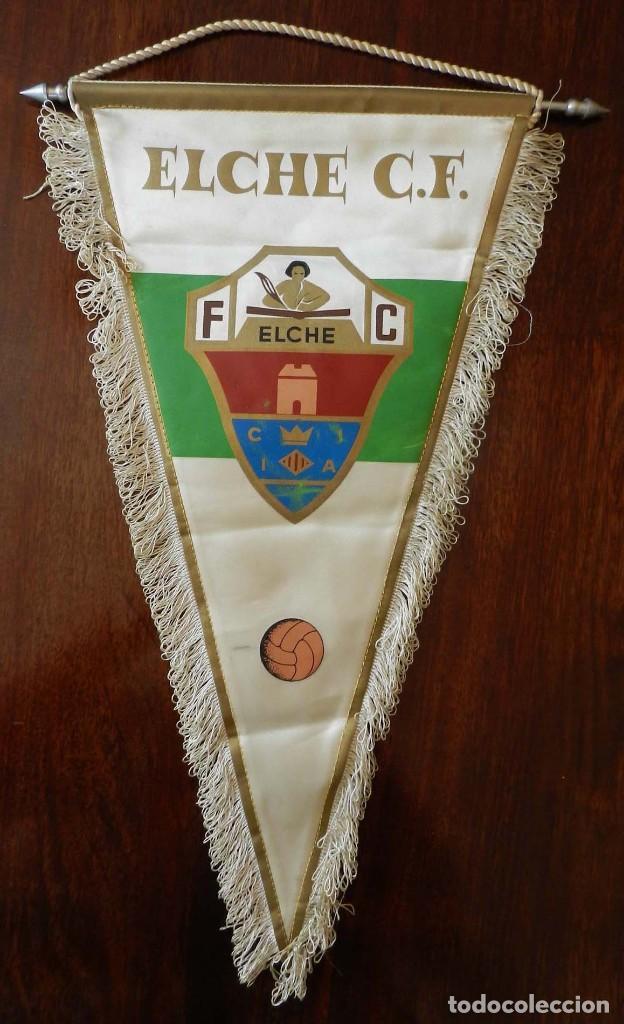 Coleccionismo deportivo: ANTIGUO BANDERIN DEL ELCHE CLUB DE FUTBOL, TAMAÑO GIGANTE, MIDE 46 CMS. DE LARGO. - Foto 2 - 212505436